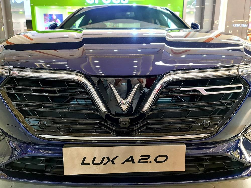 Mặt trước của Lux A
